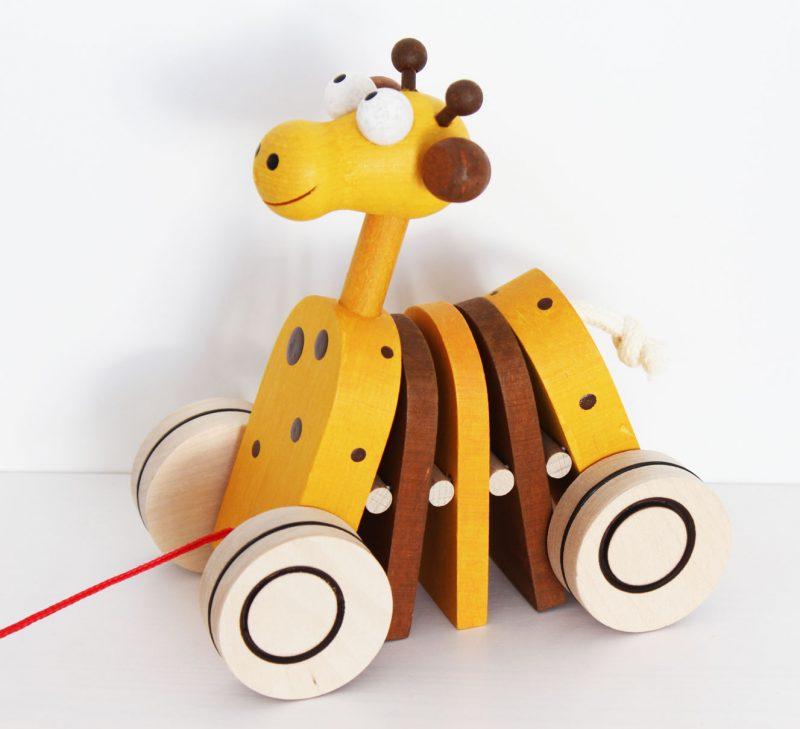 Žirafa na ťahanie klepkajúca