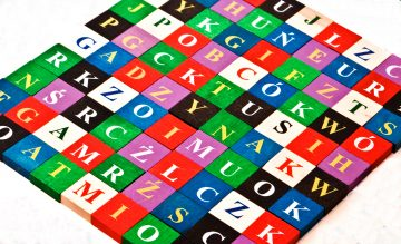 Farebné drevené písmenká a obrázky